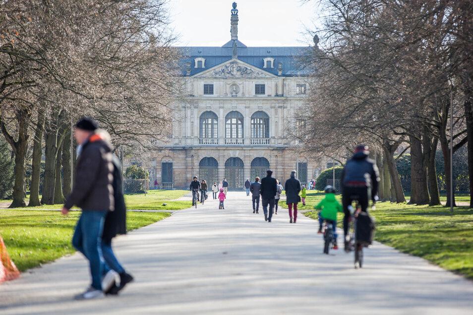 Bei schönem Wetter sind die Parks in Sachsen voll. Daran ändert die Corona-Pandemie nichts.