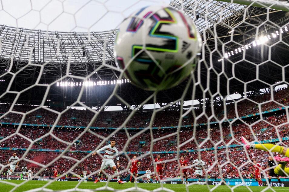 Eingenetzt: Am Dienstag jubeln hoffentlich die Freitaler über die deutsche Mannschaft.