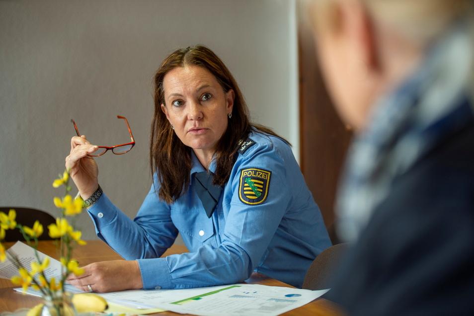 Die Leiterin des Großenhainer Polizeireviers Sandra Geithner ließ im Gespräch mit der SZ das vergangene Jahr Revue passieren. Herausragend seien die Anforderungen durch Corona und der Mord gewesen.