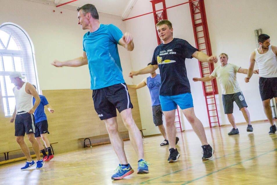 Seit April trainieren die Männer um Thomas Münch in der Strehlaer Grundschule für eine ganz andere Art von Auftritt.