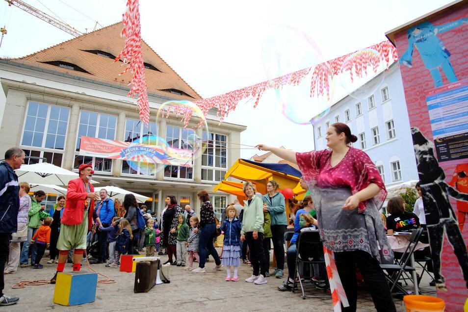 Mit einem Jahrmarkt für Kinder und Erwachsene wurde die Eröffnung der Spielzeit des Theaters Meißen gefeiert.