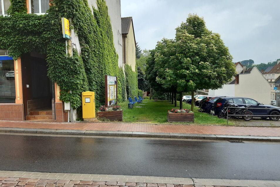 Auf der Grünfläche zwischen Döbelner Straße 1 und Parkplatz könnte eine DHL-Paketstation platziert werden.