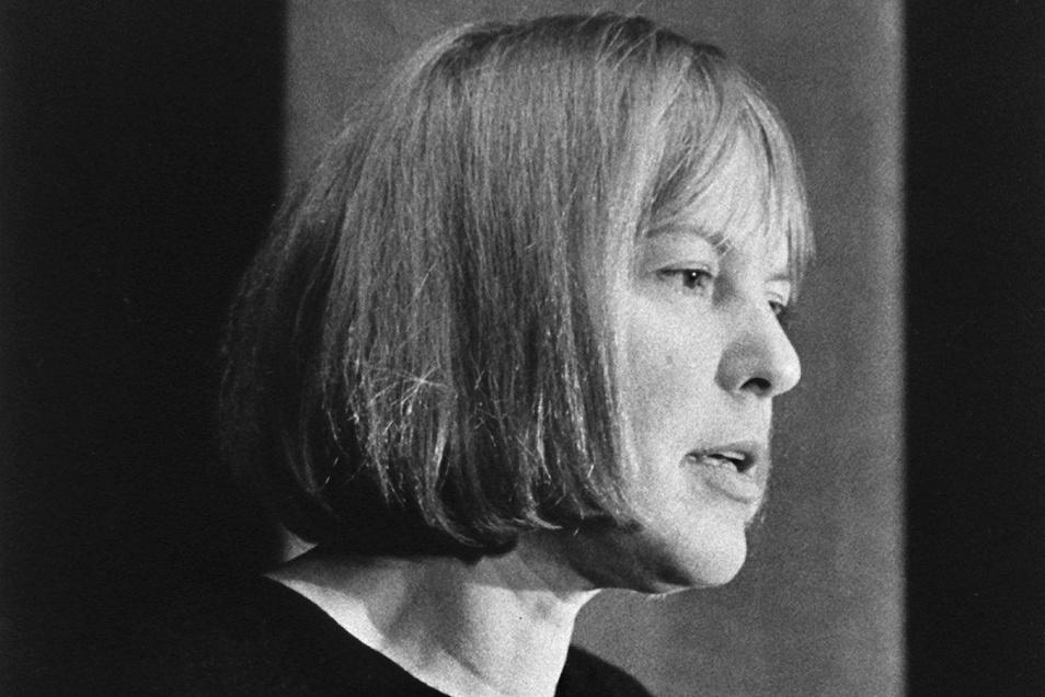 Der berühmteste Lesewettbewerb im deutschsprachigen Raum ist nach Ingeborg Bachmann benannt. Das Ausnahmetalent starb 1973 im Alter von 47 Jahren auf tragische Weise nach einem Brand in ihrer Wohnung in Rom, den sie mit einer Zigarette verursacht hatte.