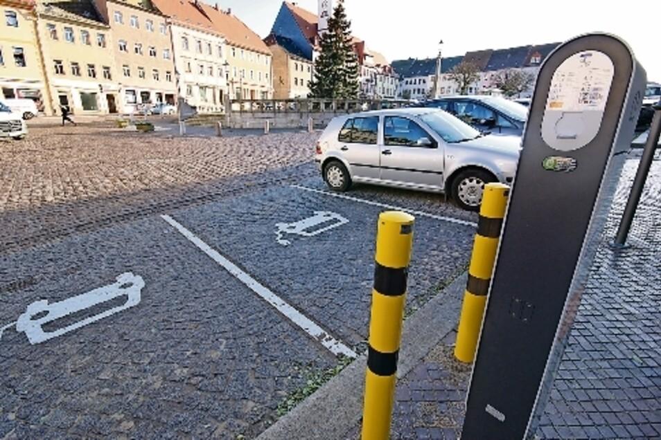Zwei E-Autos können am Leisniger Markt gleichzeitig geladen werden.