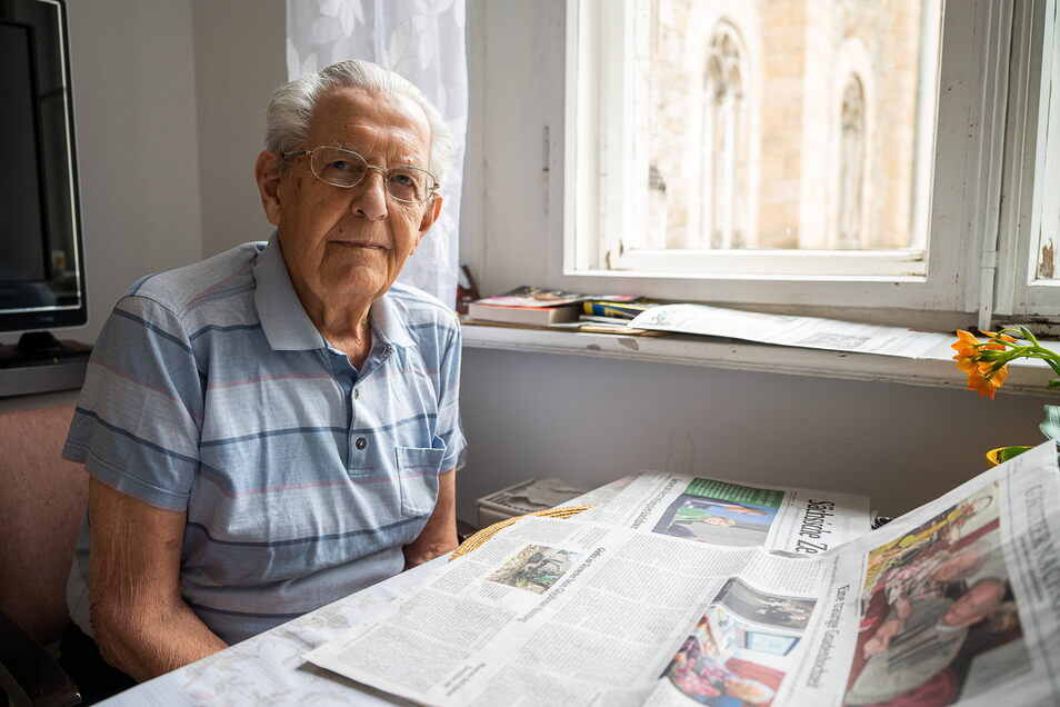 Eberhard Bischoff liest die SZ seit 74 Jahren – natürlich die gedruckte Zeitung. Er lebt im Seniorenzentrum am Stadtpark im Görlitzer Ständehaus.