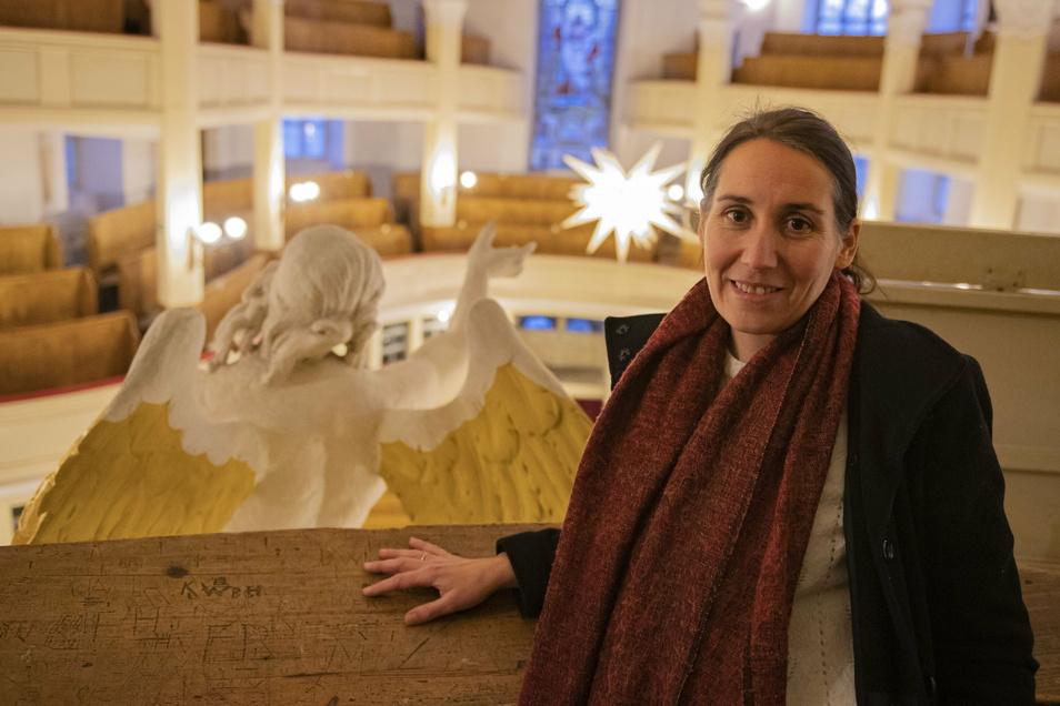 Großenhains Pfarramtsleiterin Sarah Zehme musste gemeinsam mit ihren Kollegen in den vergangenen Tagen und Wochen vieles neu denken. Denn Logistik ist auch für den Besuch der Kirchen gefragt.