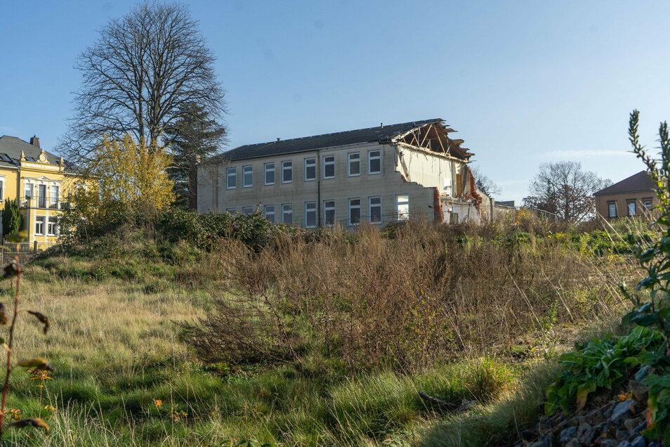 Ob und wann das Gebäude auf dem Gelände des ehemaligen Fortbildungswerkes in Bischofswerda abgerissen wird, ist unklar.
