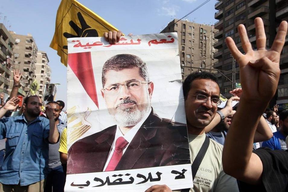 Anhänger des früheren ägyptischen Präsidenten Mursi demonstrieren in Kairo (Archivbild).