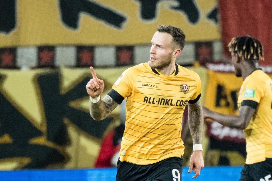 Patrick Schmidt jubelt über seinen Treffer zum 1:1 gegen Regensburg. Für den 26-Jährigen besitzt Dynamo eine Kaufoption, falls man den Klassenerhalt schafft.