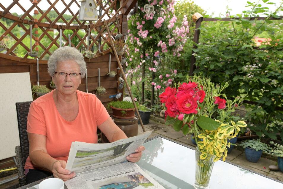 """Anita Hannig (73): """"Mein Mann und ich pflegen diesen Kleingarten jetzt schon 40 Jahre! Und es macht immer noch genauso viel Freude wie am Anfang. Man hat hier mit jedem Kontakt und hält sich auch fit. Mich freut es immer, wenn man bei der Ernte auch die Erfolge sieht. Es ist ein tolles Gefühl, wenn sich die Arbeit auszahlt. Während Corona war der Kleingarten ein ganz besonderer Rückzugsort, wie eine kleine eigene """"Oase"""". Auch wenn mein Mann und ich sehr viele Kartoffeln anbauen, ist der Pfirsichbaum, glaube ich, mein Lieblingsstück. Er ist schon etwas besonderes."""""""