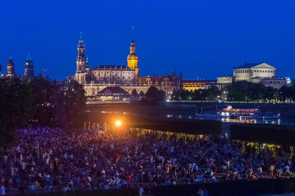 Zehntausende begeisterte Fans pilgern jedes Jahr zum Dresdner Palais-Sommer. Nach einigen Planungs-Verwerfungen soll diese Festivalsaison jetzt ganz ohne Vorträge und Diskussionen auskommen.