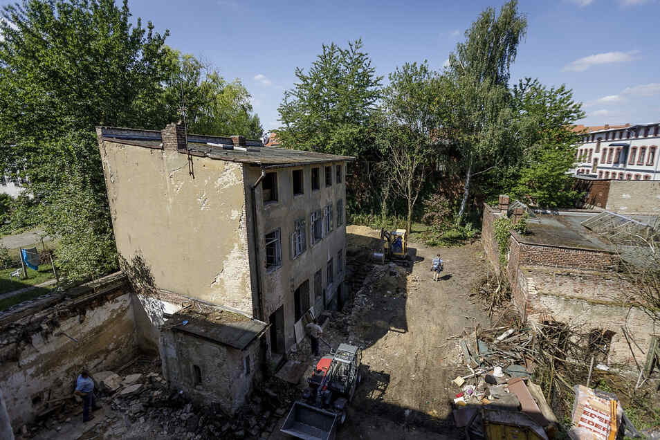 Das Hinterhaus wird als Einfamilienhaus hergerichtet und dann vermietet.
