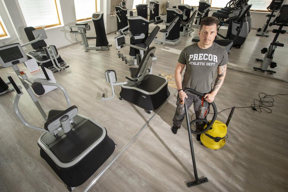 Verwaist sind die Trainingsgeräte in den Fitnessstudios von Kay Leupold. Für Arbeiten wie die Grundreinigung war in den vergangenen Wochen seit der coronabedingten Schließung viel Zeit. Jetzt müsste der Trainingsbetrieb aber langsam wieder losgehen.