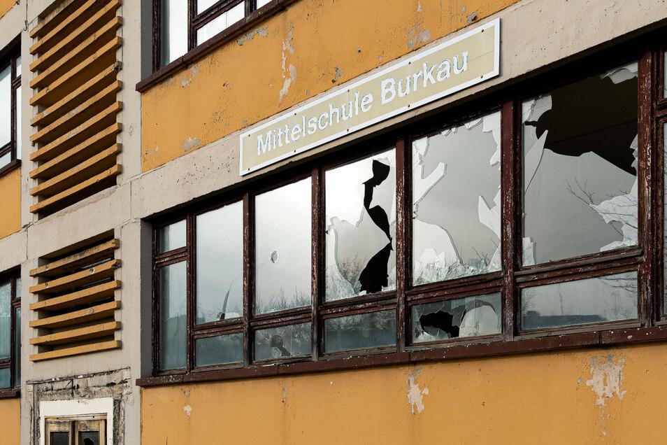 Im Sommer 2002 ertönte in der Mittelschule Burkau das letzte Pausenklingeln. Es gab in der Vergangenheit Pläne, das Haus umzubauen. Erst sollte es ein Hotel, später altersgerechtes Wohnen werden.