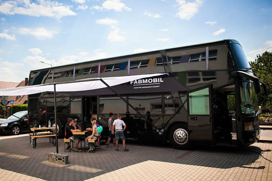 Fabmobil: Ein Bus, vollgestopft mit digitaler Technik.