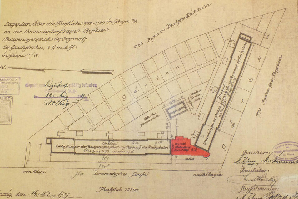Im Lageplan rot markiert ist das Sechsfamilienhaus, das 1929 nachträglich errichtet wurde. Durch die Lücke pfiff der Wind Richtung Wirtschaftsgebäude - zum Ärger der Anwohner.