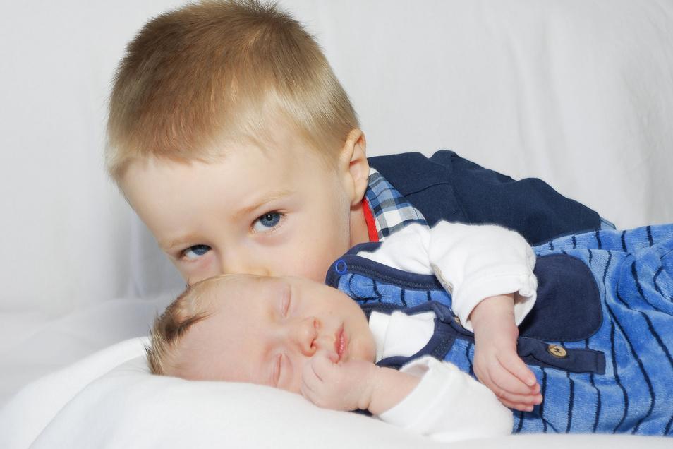Emilian Lange und Bruder Quentin, geboren am 4. Mai, Geburtsort: Freital, Gewicht: 2.700 Gramm, Größe: 48 Zentimeter, Eltern: Melanie und Philipp Lange, Wohnort: Dresden
