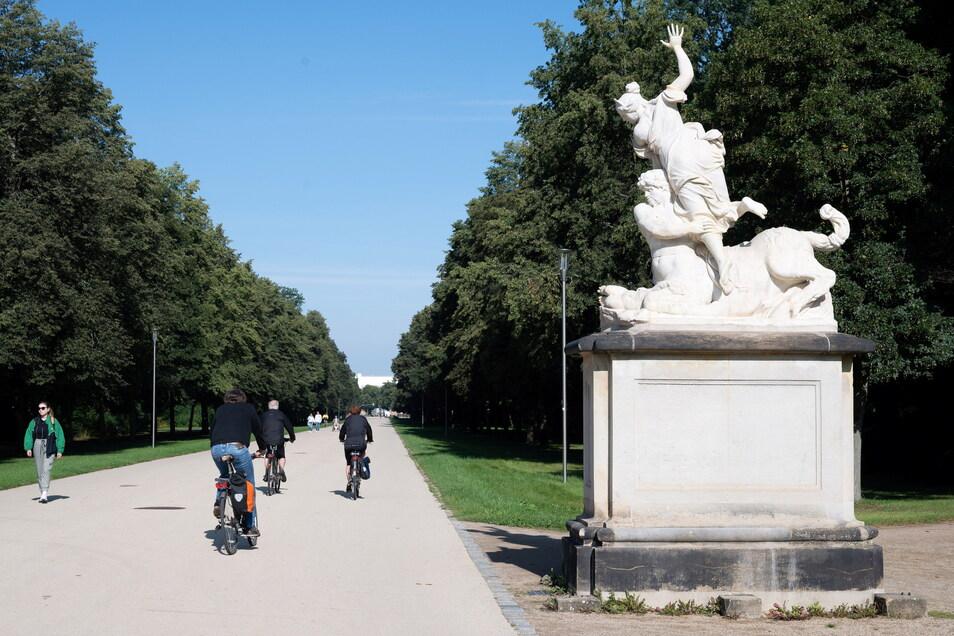 Ab dem kommenden Jahr wird auch diese Skulptur von Eurytus und Hippodameia kopiert. Sie steht noch dort, wo sie im 18. Jahrhundert unter August dem Starken aufgestellt wurde.
