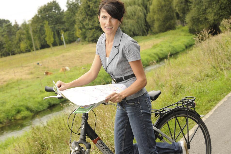 Kristina Kroemke - hier mit dem Fahrrad unterwegs - wandert auch gern, am liebsten im Wald.