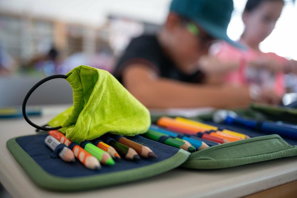 Weil sich eine Lehrerin mit dem Coronavirus infiziert hat, kann an der Curie-Grundschule in Bautzen vorerst nicht mehr normal unterrichtet werden.