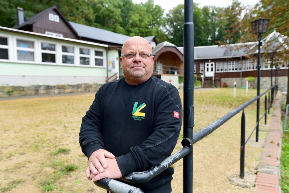 Der Grußschinner Faschingsclub hat sein Vereinshaus auf dem Großschönauer Hausberg. Vereinsvorsitzender Dirk Lischke ist froh, dass es hier bald wieder eine sichere Wasserversorgung geben wird.