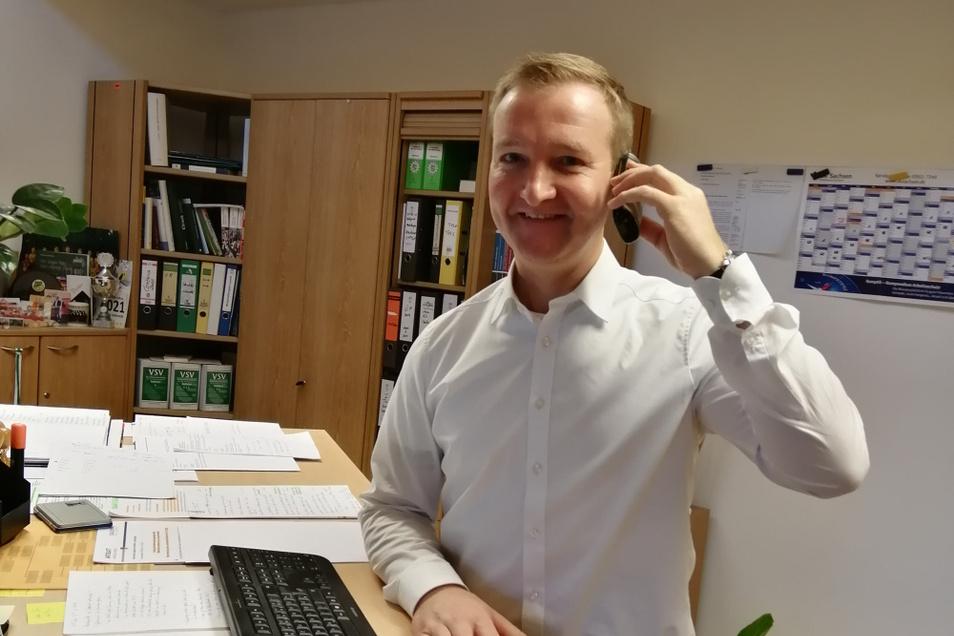 Bürgermeister Thomas Leberecht (CDU) in seinem Büro im Rathaus Lohsa. Das Interview wurde wegen Corona telefonisch geführt.