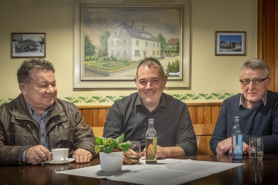 Holger Preische, Veit Großmann und Christian Schöne (v.l.) sind mit weiteren zwei Mitgliedern aus ihrem SPD-Ortsverein im Rödertal ausgetreten.