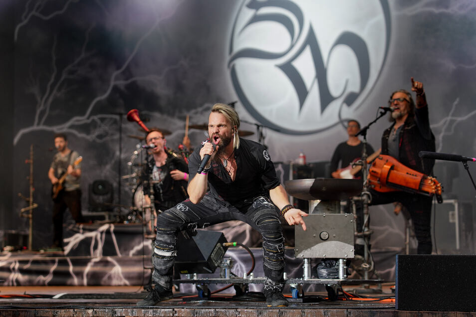 Erwecken die Live-Branche aus dem Tiefschlaf: Sänger Jörg Roth und seine Band Saltatio Mortis.