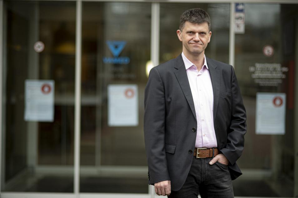 Der Pulsnitzer Chef der Vamed-Kliniken, Carsten Tietze, stellt Betten für Corona-Patienten bereit.