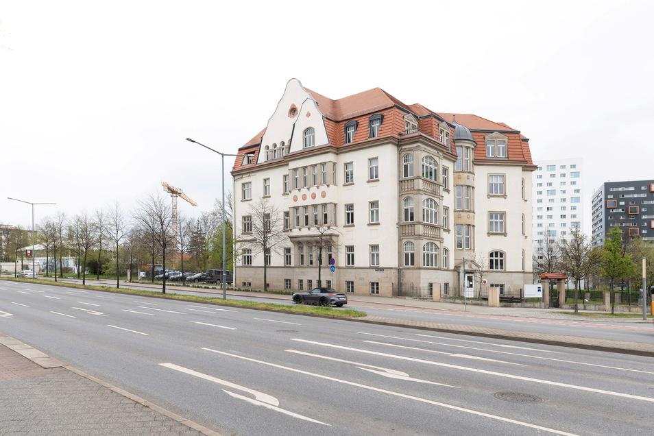 Das denkmalgeschützte Gebäude am Fritz-Förster-Platz soll einen Anbau erhalten und durch einen Neubau im hintern Teil des Grundstückes ergänzt werden.