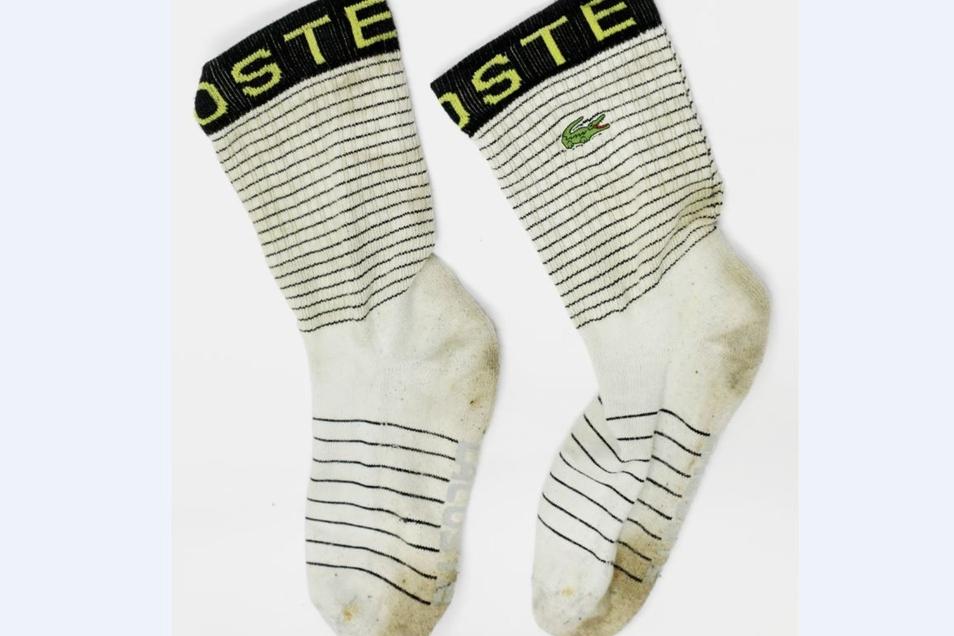 """... Socken von """"Lacoste""""."""