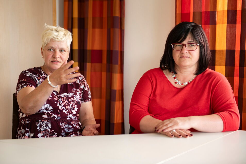 Die Notfall-Seelsorgerinnen Anne-Dore Neumann (l.) und Daniela Jander-Vanselow erzählen von ihren Aufgaben und Eindrücken im Flutgebiet.