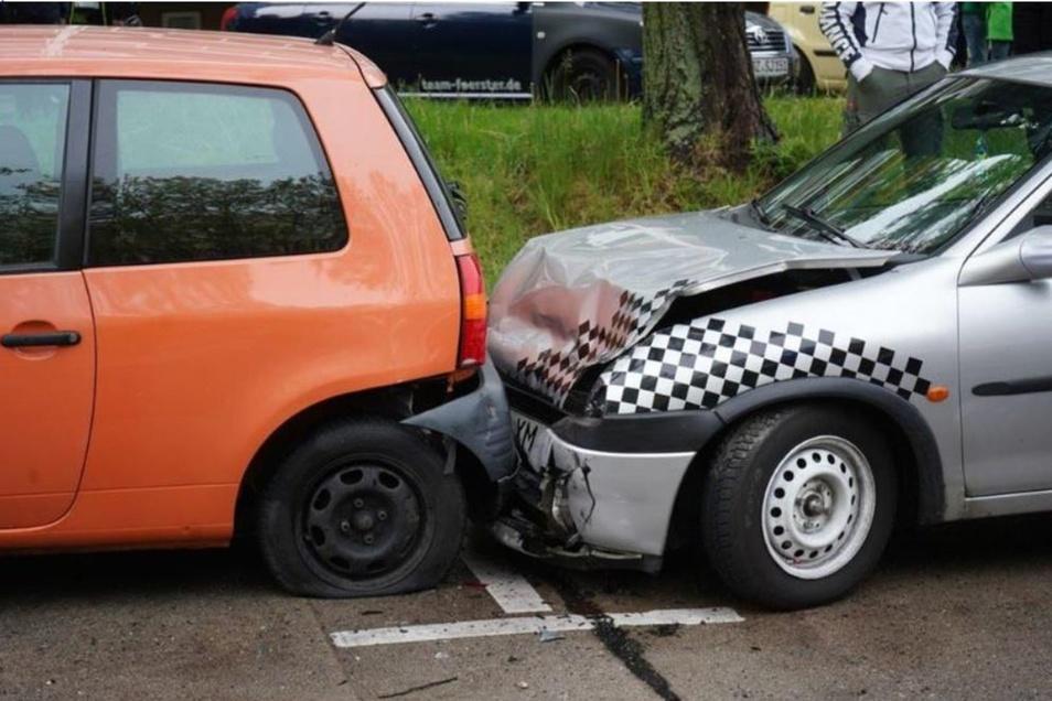 Drei geparkte Autos wurde bei einem Unfall in Bautzen erwischt.
