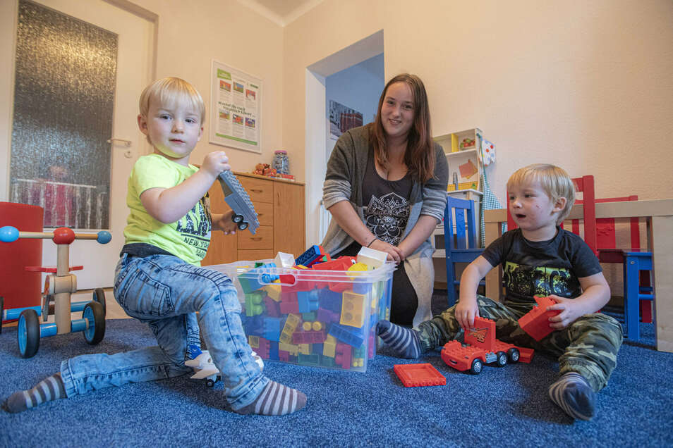 Noch lebt Julia aus Kamenz mit Finn (l.) und Marlon in der Mutter-Kind Wohngruppe der Kinderarche. In wenigen Wochen zieht die kleine Familie in die eigenen vier Wände.