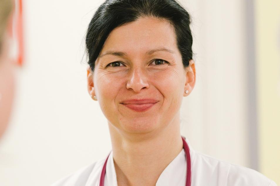 Chefärztin Dr. Katalin Müller ...