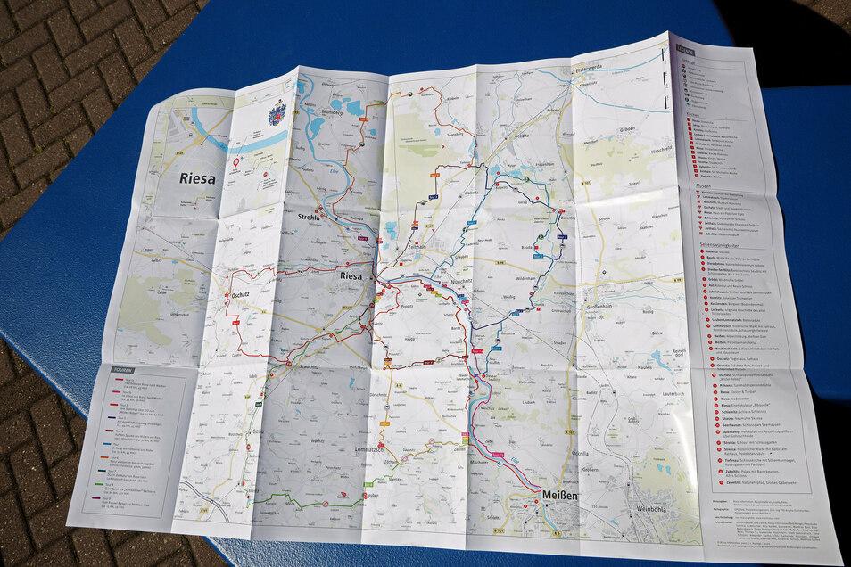 Neun Radrouten im Umland von Riesa weist die neue Karte aus. Die Rückseite zeigt Fotos und Beschreibungen von Sehenswürdigkeiten an den Strecken.