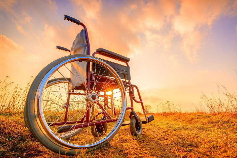 Effektvolle Requisite: Den Rollstuhl ließ sich ein AOK-Versicherter von der Kasse bezahlen und nutzte ihn erfolgreich für sein Täuschungsmanöver.