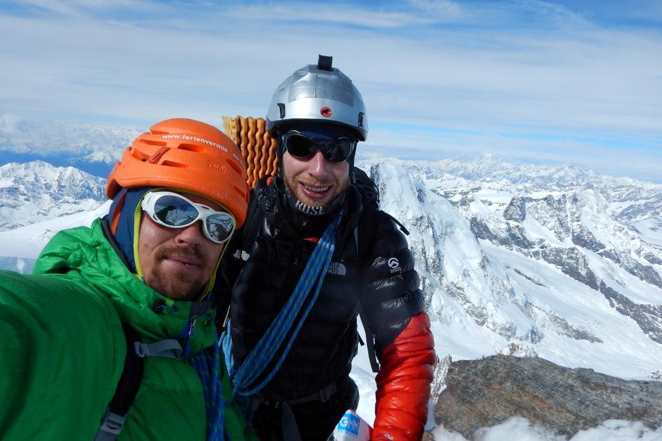 Elias Betka und Matthias Nolden erreichen bei der Seven-Summits-Alpen-Tour die Dufourspitze.