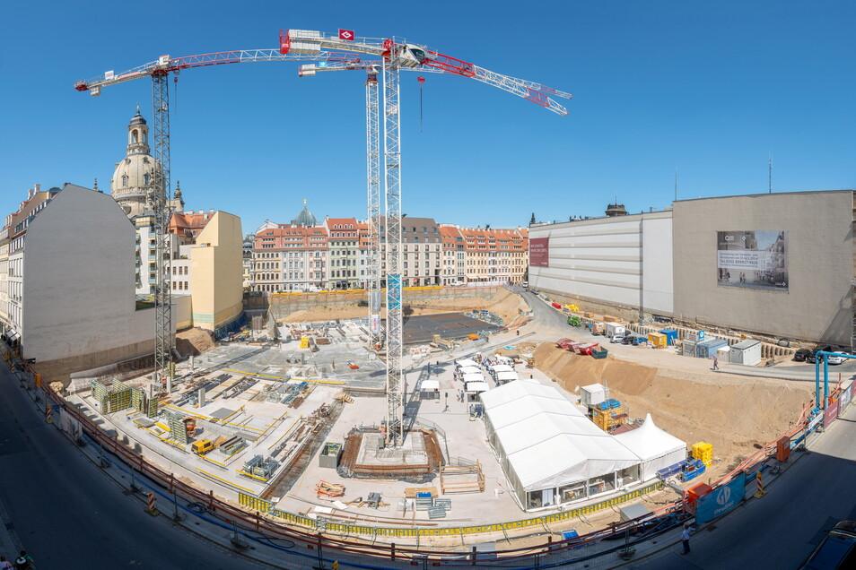 Ein typischer Anblick, der sich in den vergangenen Jahren immer wieder bot. Hier starten mit der Grundsteinlegung die Arbeiten am Quartier Hoym.