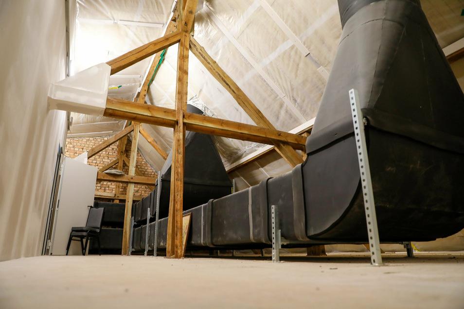 Die neue Be- und Entlüftung auf dem Dachboden.