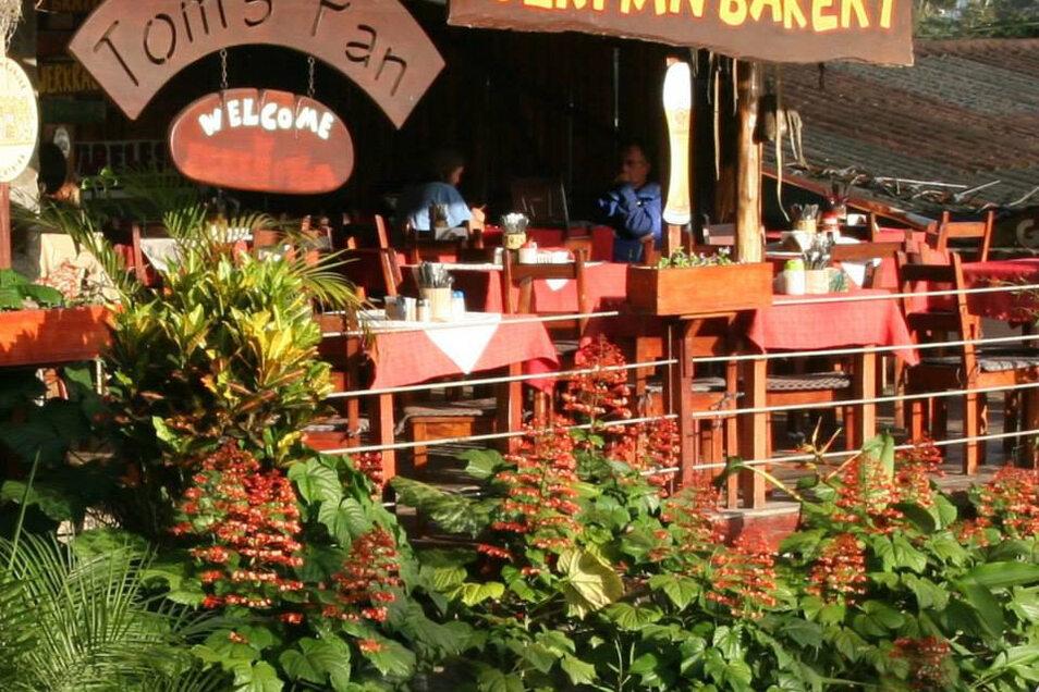 Toms Pan Bakery in Nuevo Arenal in Costa Rica. Thomas Pferner hat sie aufgebaut. Touristen genießen hier europäisches Essen.