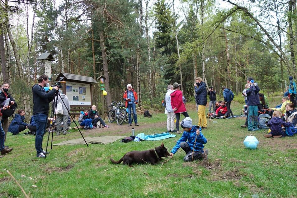 An der Grenze bei Eiland (Ostrov) entstand ein deutsch-tschechischer Picknickplatz. Nicht die einzige Kundgebung für eine Grenzöffnung.