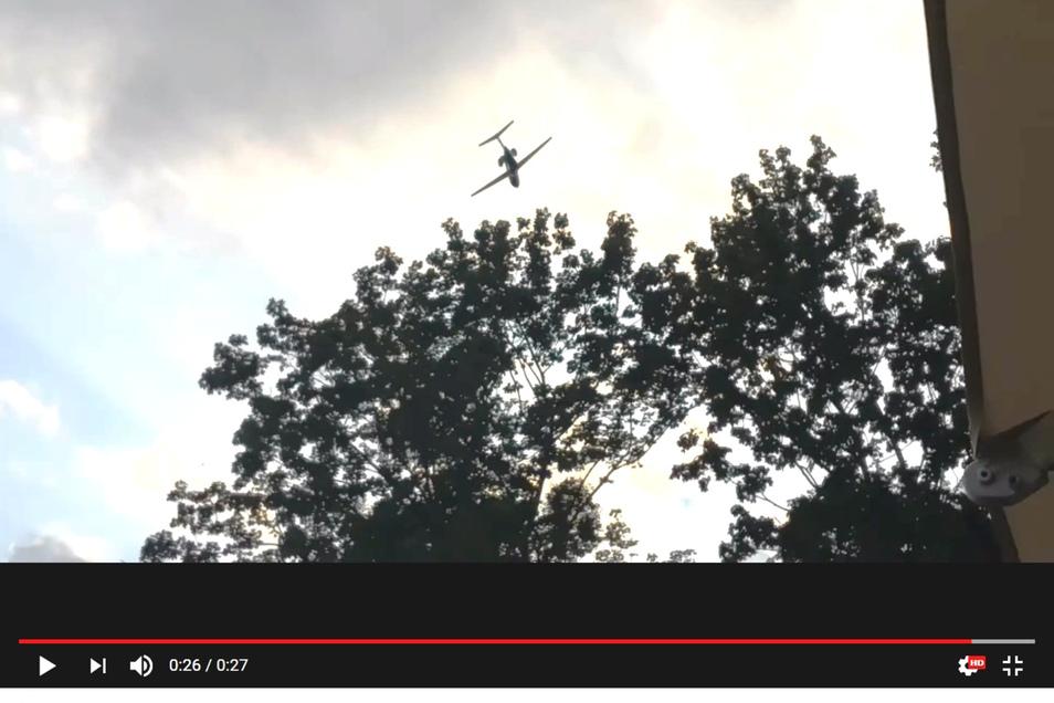 Ein Youtube-Video zeigt, wie tief der Flieger am Sonnabend über Dresden flog.
