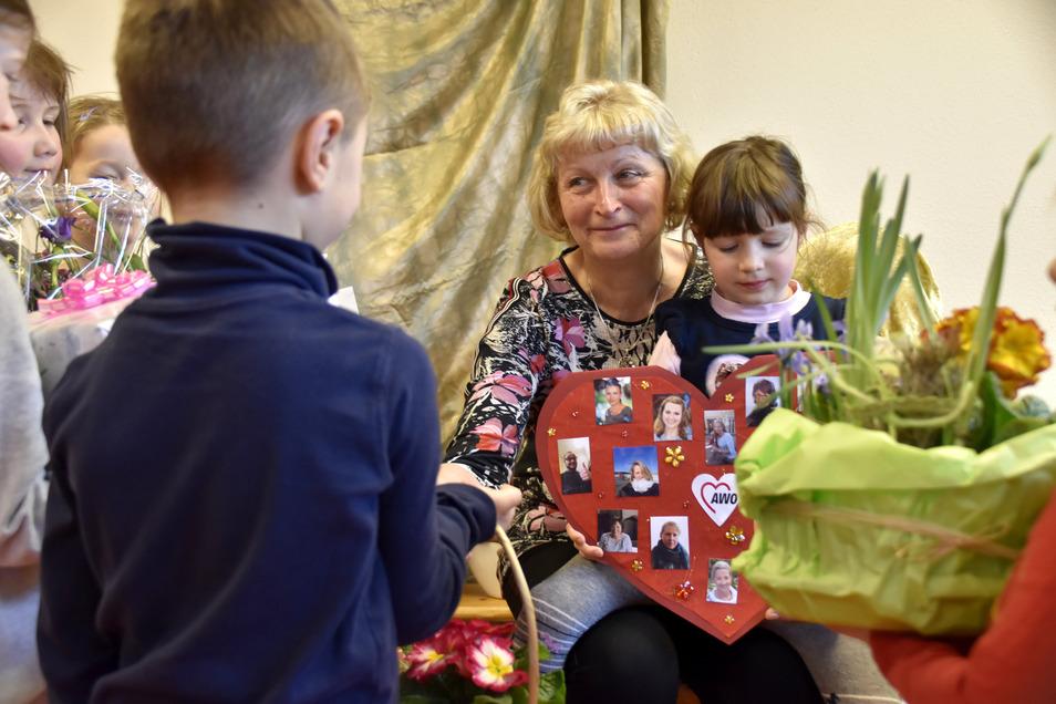 Die langjährige Leiterin des Wachauer Kindergartens, Veronika Knauer, geht in den Ruhestand. Vor allem der Abschied von den Kindern fiel ihr nicht leicht.