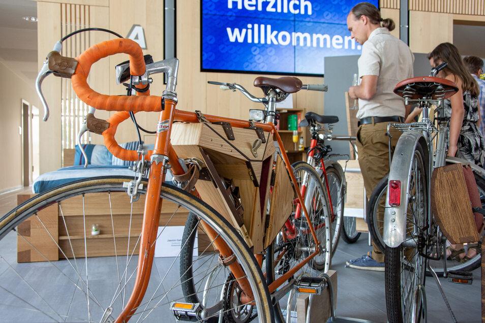 Besteck und weitere Utensilien können in diesem maßgefertigten Stauraum fürs Fahrrad untergebracht werden.