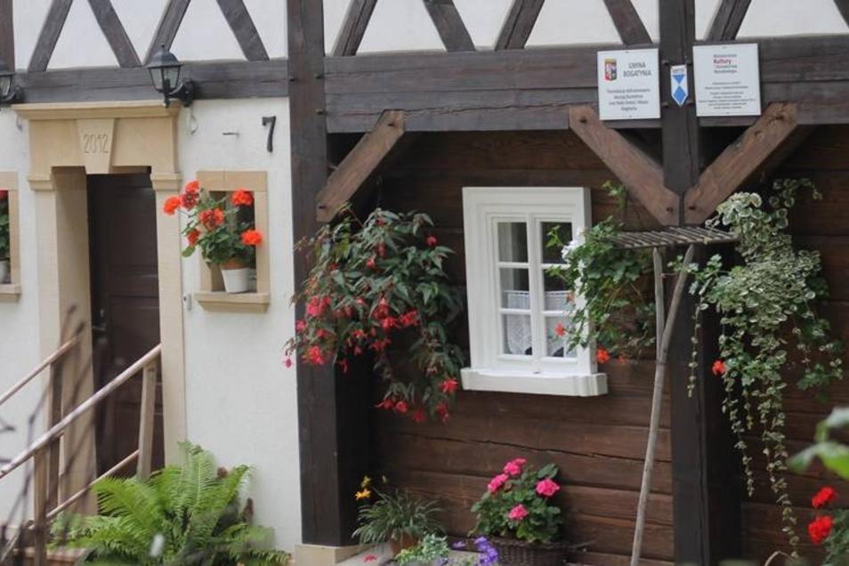 In Bogatynia ist ein Haus versetzt worden. Dafür bekam Besitzerin Zuzanna Mogilnicka den Umgebindehauspreis.