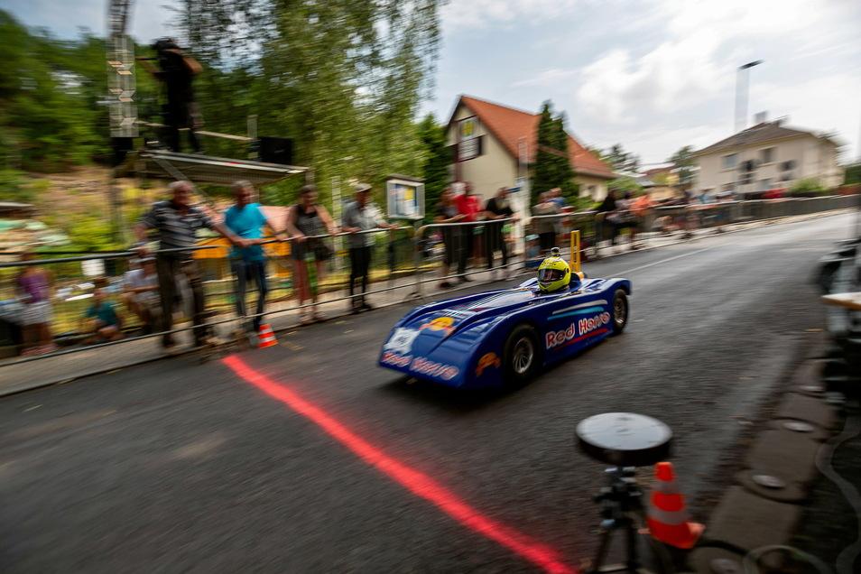 Professionell und schnell sind die Fahrzeuge, mit denen es beim Speed Down bergab geht.