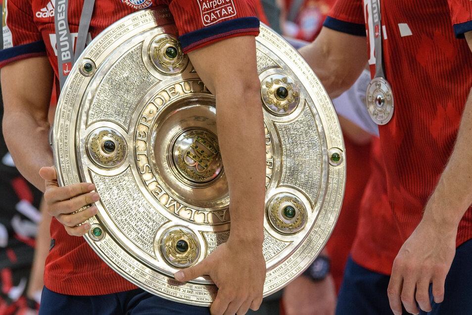 Die Meisterschale ging zum achten Mal in Serie an den FC Bayern München.