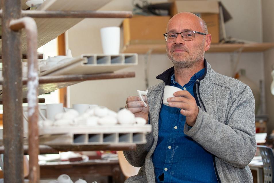 Wie der Henkel an die Tasse kommt, weiß Jürgen Havekost. Wann und wo er die Tasse verkauft nicht.