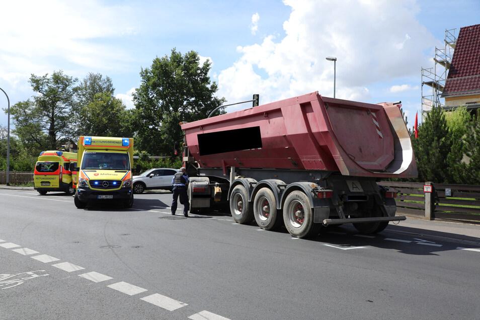 An der Kreuzung Weinböhlaer Straße/Auerstraße in Coswig kam es zu einem schweren Unfall am Montagvormittag.